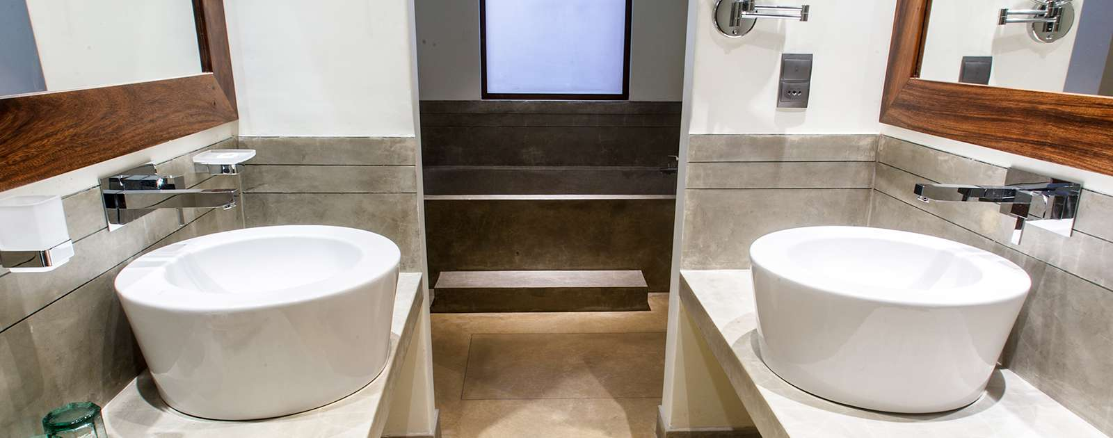Bathrooms with luxury amenities in Colombo hotels
